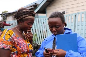 WFP phone operator helps an mVAM respondent in Mugunga III, DRC. Credit: WFP/Lucia Casarin